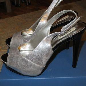 Simply Vera Rebecca Silver Open Toe Heels Size 8.5